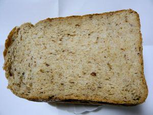 オートブラン入りぶどうパン